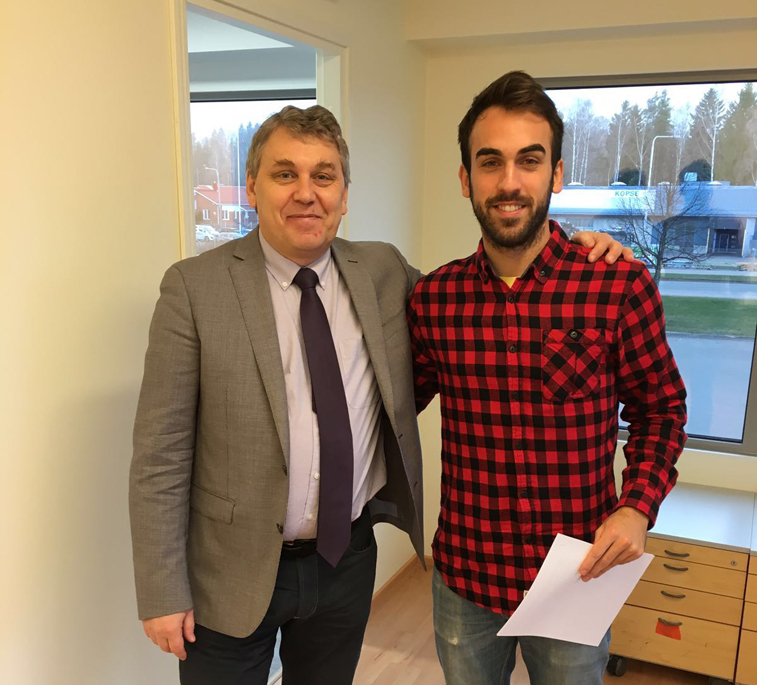Manu Rodríguez con el presidente del Legirus Inter C.F., tras firmar el contrato con su nuevo club
