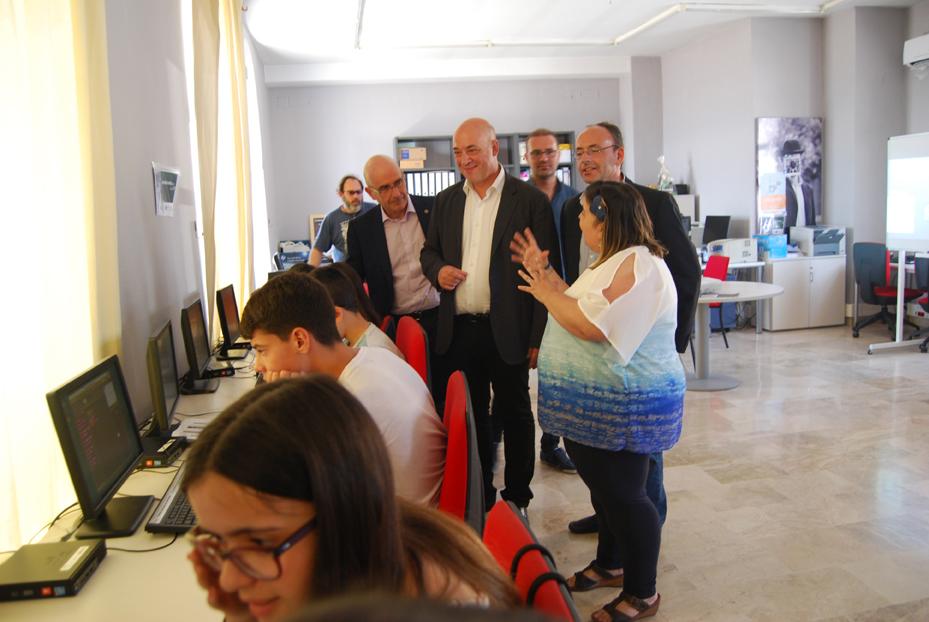 El alcalde de Rute, el delegado territorial de Economía, Innovación, Ciencia y Empleo y el diputado provincial durante su visita al Centro Guadalinfo