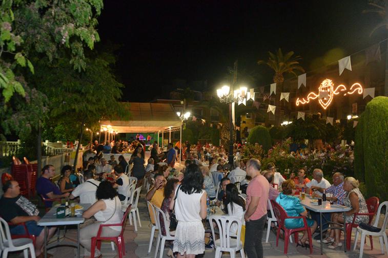 El Paseo Francisco Salto ha dado más vistosidad a la verbena y ha permitido acoger las actuaciones musicales