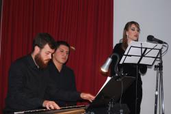 Jefferson Burgos y Antonio López al piano con el acompañamiento de Verónica Molina